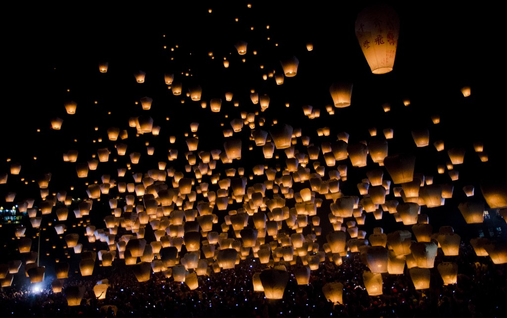 sky_lanterns_by_mnjul-d5037vd